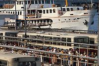 - ferries landing place and bus stop ....- approdo traghetti e fermata autobus