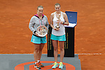Petra Kvitova from Czech Republic (R) and Svetlana Kuznetsova from Russia pose with the Mutua Madrid Open awards in Madrid, Spain. May 09, 2015. (ALTERPHOTOS/Victor Blanco)