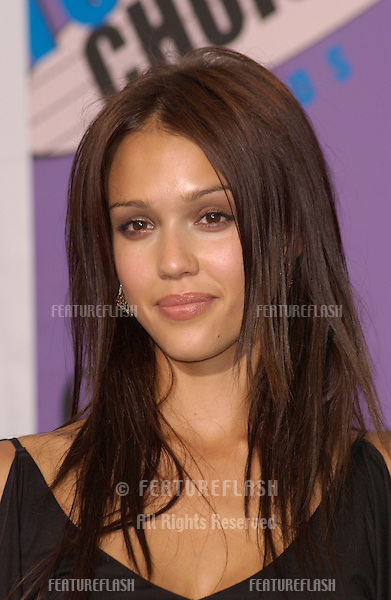 Actress JESSICA ALBA at the 2001 Teen Choice Awards at the Universal Amphitheatre, Hollywood.  She won the award for Choice TV Actress..12AUG2001.  © Paul Smith/Featureflash