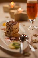 Europe, Autriche, Tyrol (Land), Tyrol du Nord, Absam:  Bierramisu, recette Gasthof Ebner: Tiramisu à la bière // Europe, Austria, Tyrol (state), Absam: Bierramisu , Tiramisu with beer, recipe Gasthof Ebner