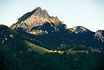 Deutschland, Bayern, Rosenheimer Land, der Wendelstein ist ein 1838 Meter hoher Berg der Bayerischen Alpen. Er gehoert zum Mangfallgebirge, dem oestlichen Teil der Bayerischen Voralpen. Er ist hoechster Gipfel des Wendelsteinmassivs, ist mit der Wendelstein-Seilbahn und der Wendelstein-Zahnradbahn erschlossen. Auf dem Gipfel des Berges befindet sich die Wendelstein-Kapelle auch Wendelsteinkircherl genannt, eine Sternwarte, eine Wetterwarte und die weithin sichtbare Sendeanlage des Bayerischen Rundfunks | Germany, Bavaria, Rosenheimer Land, Mangfall mountains with Wendelstein summit, 1838 m