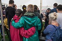 """Klimaaktivistinnen und Aktivisten der """"Letzen Generation"""" befinden sich in Berlin im Hungerstreik, um vor der Bundestagswahl im September 2021 ein oeffentliches Gespraech mit den Kanzlerkandidaten von CDU, SPD und Buendnis 90/Die Gruenen zu bekommen. Sie wollen bei diesem Gespraech die Dringlichkeit einer klimagerechten Politik klarmachen, die sich nach ihrer Ansicht weder in den Wahlprogrammen der Parteien, noch in der bisherigen Politik zeigt.<br /> Die Klimaaktivisten befinden sich am 15. September 2021 im 17. Tag des Hungerstreiks. Am Vortag musste einer von ihnen nach einem Schwaecheanfall kurzzeitig ins Krankenhaus.<br /> Im Bild: Unterstuetzerinnen halten sich waehrend einer Pressekonferenz im Arm.<br /> 15.9.2021, Berlin<br /> Copyright: Christian-Ditsch.de"""