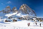 Italy, South Tyrol, Val di Gardena, skiing area at Sasso Lungo