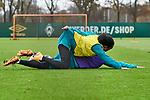 22.11.2020, Trainingsgelaende am wohninvest WESERSTADION,, Bremen, GER, 1.FBL, Werder Bremen Training, im Bild<br /> <br /> <br /> <br /> Tahith Chong (SV Werder Bremen #22) über Jean-Manuel Mbom (SV Werder Bremen #34) am Boden nach einem Zweikampf<br /> <br /> Foto © nordphoto / Gumz