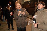- l'enologo Luigi Veronelli dirante una manifestazione pubblica....- the oenologist Luigi Veronelli during a public demonstration