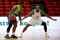 10-04-2021: Basketbal: Donar Groningen v ZZ Leiden: Groningen, Leiden speler Giddy Potts met Donar speler Justin Watts