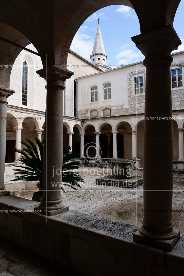 CROATIA, Zadar, old town, church and monastery of holy St. Francis / KROATIEN, Zadar, Franziskaner Kirche und Kloster des heiligen Franziskus von 1223, Kreuzgang