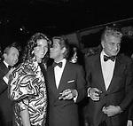 VALENTINO GARAVANI CON FLORINDA BOLKAN<br /> PREMIO THE BEST RAINBOW ROOM ROCKFELLER CENTER NEW YORK 1982