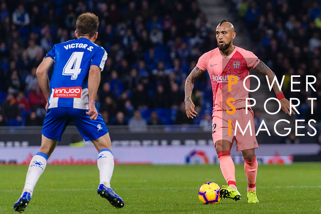 Arturo Vidal of FC Barcelona (R) in action during the La Liga 2018-19 match between RDC Espanyol and FC Barcelona at Camp Nou on 08 December 2018 in Barcelona, Spain. Photo by Vicens Gimenez / Power Sport Images