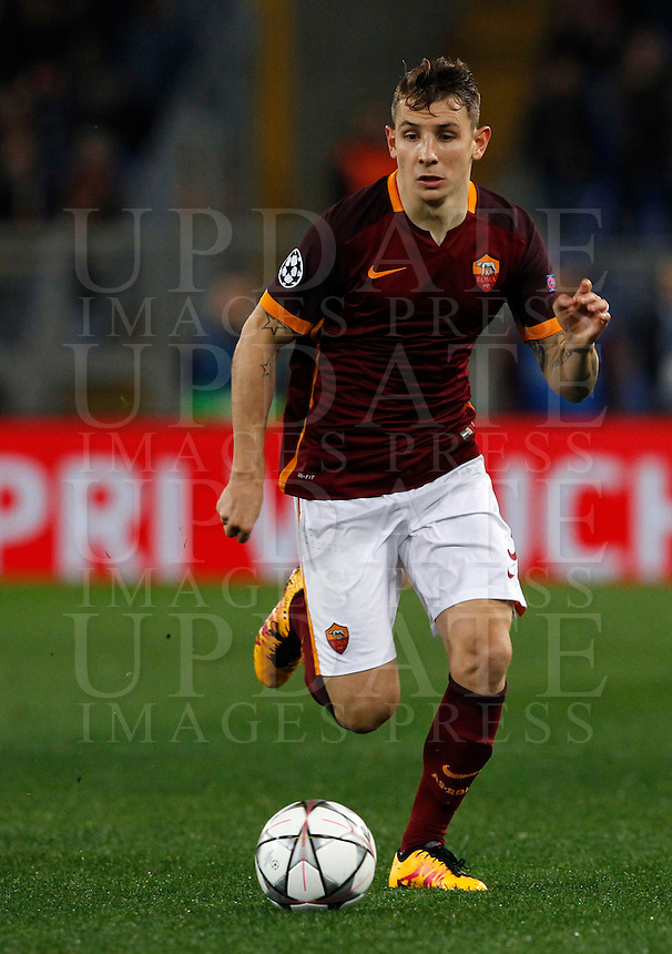 Calcio, andata degli ottavi di finale di Champions League: Roma vs Real Madrid. Roma, stadio Olimpico, 17 febbraio 2016.<br /> Roma's Lucas Digne in action during the first leg round of 16 Champions League football match between Roma and Real Madrid, at Rome's Olympic stadium, 17 February 2016.<br /> UPDATE IMAGES PRESS/Riccardo De Luca