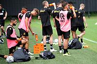 GRONINGEN - Voetbal, Eerste training selectie FC Groningen, seizoen 2021-2022, 26-06-2021, veel drinken met warm weer