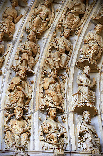 """North Porch, Central Portal, left Archivolts c. 1194-1230. Cathedral of Chartres, France. The Jesse Tree shows the genealogy of Christ, based on the words of Isaiah's prophecy (Isaiah 11:1 """" And there shall come forth a rod out of the root of Jesse, and a flower shall rise up out of his root."""") The Innermost archivolt contains angels. The second and fifth archivolts from the centre contains Old Testament prophets, many nimbed and holding scrolls. The third and fourth archivolts contain seated figures of the royal ancestors of Christ, surrounded by foliage of the Jesse Tree. A UNESCO World Heritage Site."""