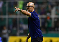 PALMIRA - COLOMBIA, 06-03-2020: Alfredo Arias técnico del Cali gesticula durante partido entre Deportivo Cali y Deportivo Pereira por la fecha 8 de la Liga BetPlay DIMAYOR I 2020 jugado en el estadio Deportivo Cali de la ciudad de Palmira. / Alfredo Arias coach of Cali gestures during match between Deportivo Cali and Deportivo Pereira for the date 8 as part of BetPlay DIMAYOR League I 2020 played at Deportivo Cali stadium in Palmira city. Photo: VizzorImage / Nelson Rios / Cont