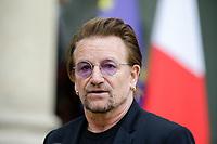 LE CHANTEUR DU GROUPE U2 , BONO , A ETE RECU A L' ELYSEE DANS LE CADRE DE L ' ONG ONE QU ' IL DIRIGE