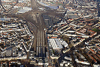 Mitte Altona: EUROPA, DEUTSCHLAND, HAMBURG, (EUROPE, GERMANY), 31.12.2013: Noerdlich des Bahnhof Hamburg-Altona erstreckt sich ein circa 30 Hektar grosses Gelaende  zum Teil Brachflaeche, ehemaliger Gueterbahnhof und Lagerflaeche der Holstenbrauerei  dass durch mehrere Gleise des Fernverkehrs und der Hamburger S-Bahn durchschnitten wird.<br /> Seit Jahren gibt es Ueberlegungen und Planungen, dieses Gelaende einer neuen Nutzung zu ueberfuehren. Grundlage für diese Planspiele ist die Verlegung des Fernbahnhofs Altona in einen Bereich noerdlich dieses Gebiets, vermutlich auf der Hoehe der S-Bahn-Station Diebsteich. Damit wuerde ein guter Teil der Gleis- und Bahnbetriebsflaechen frei werden und eine geschlossene Flaeche entstehen, die neu geplant und bebaut werden koennte.