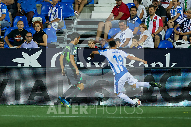 Leganes' Ezequiel Matias Munoz and Real Sociedad's Ruen Pardo during La Liga match. August 24, 2018. (ALTERPHOTOS/A. Perez Meca)
