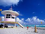 USA, Florida, Miami-Beach: Life-Guard Haeuschen im art-deco Stil | USA, Florida, Miami-Beach: Life-Guard, art-deco style