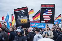 """Bis zu 2500 Anhaenger der Rechtspartei """"Alternative fuer Deutschland"""" (AfD) versammelten sich am Samstag den 7. November 2015 in Berlin zu einer Demonstration. Sie protestierten gegen die Fluechtlingspolitik der Bundesregierung und forderten """"Merkel muss weg"""". Die Demonstration sollte der Abschluss einer sog. """"Herbstoffensive"""" sein, zu der urspruenglich 10.000 Teilnehmer angekuendigt waren.<br /> Mehrere tausend Menschen protestierten gegen den Aufmarsch der Rechten und versuchten an verschiedenen Stellen die Route zu blockieren. Gruppen von AfD-Anhaengern wurden von der Polizei durch Einsatz von Pfefferspray, Schlaege und Tritte durch Gegendemonstranten, die sich an zugewiesenen Plaetzen aufhielten, zur rechten Demonstration gebracht. Zum Teil wurden sie von Neonazis-Hooligans dabei angefeuert. Dabei kam es zu Verletzten, mehrere Gegendemonstranten wurden festgenommen.<br /> Im Bild: Kundgebung der AfD vor dem Berliner Hauptbahnhof.<br /> 7.11.2015, Berlin<br /> Copyright: Christian-Ditsch.de<br /> [Inhaltsveraendernde Manipulation des Fotos nur nach ausdruecklicher Genehmigung des Fotografen. Vereinbarungen ueber Abtretung von Persoenlichkeitsrechten/Model Release der abgebildeten Person/Personen liegen nicht vor. NO MODEL RELEASE! Nur fuer Redaktionelle Zwecke. Don't publish without copyright Christian-Ditsch.de, Veroeffentlichung nur mit Fotografennennung, sowie gegen Honorar, MwSt. und Beleg. Konto: I N G - D i B a, IBAN DE58500105175400192269, BIC INGDDEFFXXX, Kontakt: post@christian-ditsch.de<br /> Bei der Bearbeitung der Dateiinformationen darf die Urheberkennzeichnung in den EXIF- und  IPTC-Daten nicht entfernt werden, diese sind in digitalen Medien nach §95c UrhG rechtlich geschuetzt. Der Urhebervermerk wird gemaess §13 UrhG verlangt.]"""