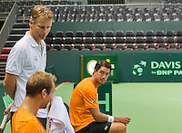 Switserland, Genève, September 16, 2015, Tennis,   Davis Cup, Switserland-Netherlands, Practise Dutch team, Captain Jan Siemerink with Thiemo de Bakker (foreground )and Jesse Huta Galung<br /> Photo: Tennisimages/Henk Koster