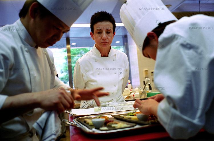 Carme Ruscalleda and her kitchen staff in Restaurant Sant Pau, Tokyo.<br /> <br /> Carme Ruscalleda et son personnel de cuisine au restaurant Sant Pau, à Tokyo.