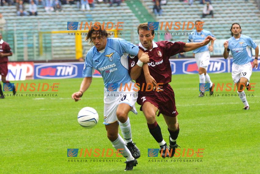 Roma 16 Settembre 2001 - 3 giornata campionato italiano di serie A. Lazio - Torino 0-0<br /> Crespo contrastato da Garzya