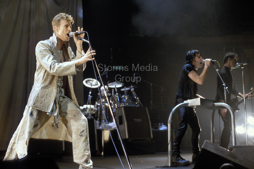 EAST RUTHERFORD, NJ - SEPTEMBER 27: David Bowie performs with Trent Reznor of Nine Inch Nails at The Brendan Byrne Arena on September 27, 1995 in East Rutherford, New Jersey.<br /> <br /> People:  David Bowie, Trent Reznor