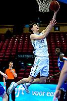 03-04-2021: Basketbal: Donar Groningen v Heroes Den Bosch: Groningen score Donar speler Will Moreton