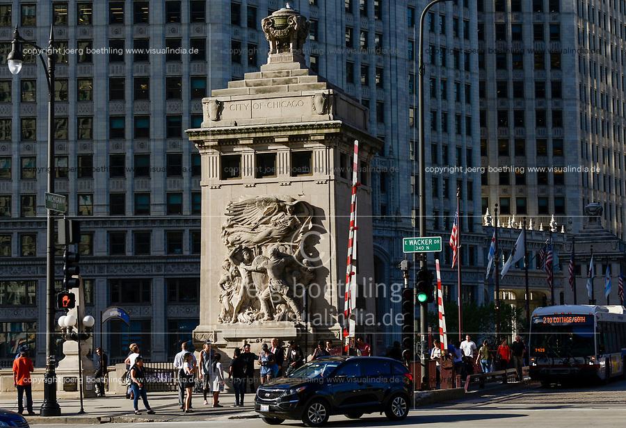 USA Chicago, downtown, memorial sculpture at E Wacker Drive-Michigan Avenue, skyscraper, Trump and Kim Jong Un double / Stadtzentrum mit Hochhaeusern