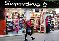 It was announced that London is to stay in Tier Two after the current lockdown ends on December 2nd. <br /> The whole of England will move back into a Tier system, with most of the country in Tier Two with higher restrictions than before. Vast areas of the Midlands and North will go to Tier 3 where though non essential Retail stores can open, Pubs and Restaurants can only operate a takeaway service in the run up to Christmas. London November 25th 2020<br /> <br /> Photo by Keith Mayhew