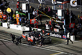 #18: Christian Eckes, Kyle Busch Motorsports, Toyota Tundra Safelite AutoGlass, pit stop