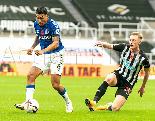 1st November 2020; St James Park, Newcastle, Tyne and Wear, England; English Premier League Football, Newcastle United versus Everton; Sean Longstaff of Newcastle United slides in to tackle Allan of Everton