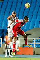CALI -COLOMBIA-6-OCTUBRE-2014. Leyvin Balanta (Der) America de Cali disputa el balon con Julian Ayala del Real  Santander durante partido correspondiente a la  fecha 14 del Torneo Postobon jugado en el estadio Pascual Guerrero de la ciudad de  Cali . /   Leyvin Balanta (R) of America de Cali fights the  ball against of Julian Ayala of Real Santander during match 14th date Torneo  Postobon tournament  played at the Pascual Guerrero stadium in Cali.  Photo: VizzorImage / Juan Carlos Quintero / Stringer