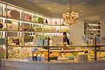 Frankreich, Provence-Alpes-Côte d'Azur, Saint-Tropez: Konditorei Ladurée in der Altstadt | France, Provence-Alpes-Côte d'Azur, Saint-Tropez: pastry shop Ladurée in old town