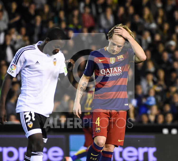 Valencia's  Ibrahim Diallo  and FC Barcelona's Ivan Rakitic  during Spanish King's Cup match. February 10, 2016. (ALTERPHOTOS/Javier Comos)