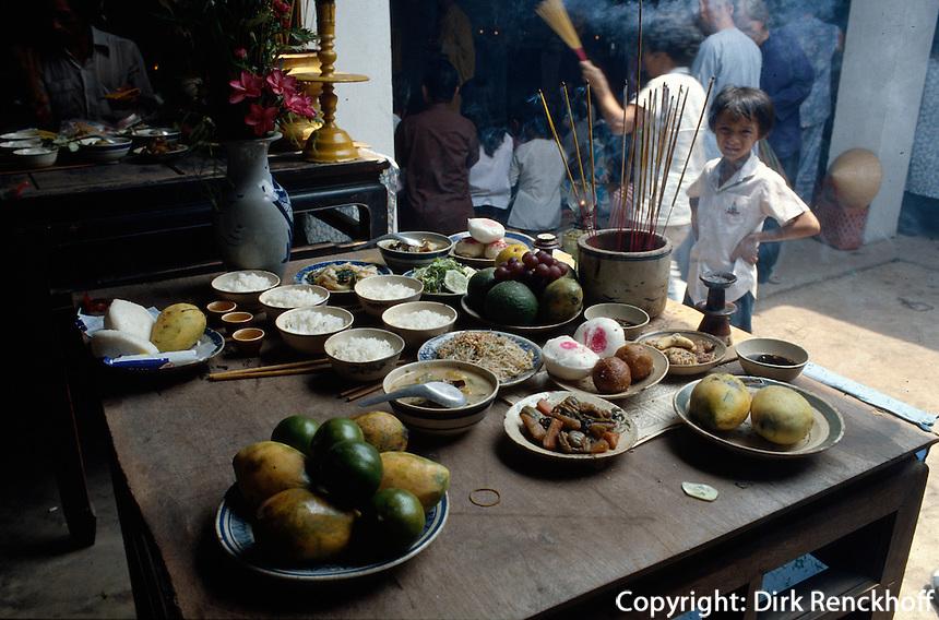 Opferspeisen bei Beerdigung, Giac Lam-Pagode in Saigon, Vietnam