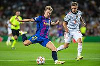 14th September 2021: Nou Camp, Barcelona, Spain: ECL Champions League football, FC Barcelona versus Bayern Munich: Frankie de Jong crosses into the Bayern box