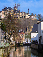 Blick über die Alzette in Grund auf die Altstadt, Luxemburg-City, Luxemburg, Europa, UNESCO-Weltkulturerbe<br /> Alzette in Grund and historic city, Luxembourg City, Europe, UNESCO Heritage Site