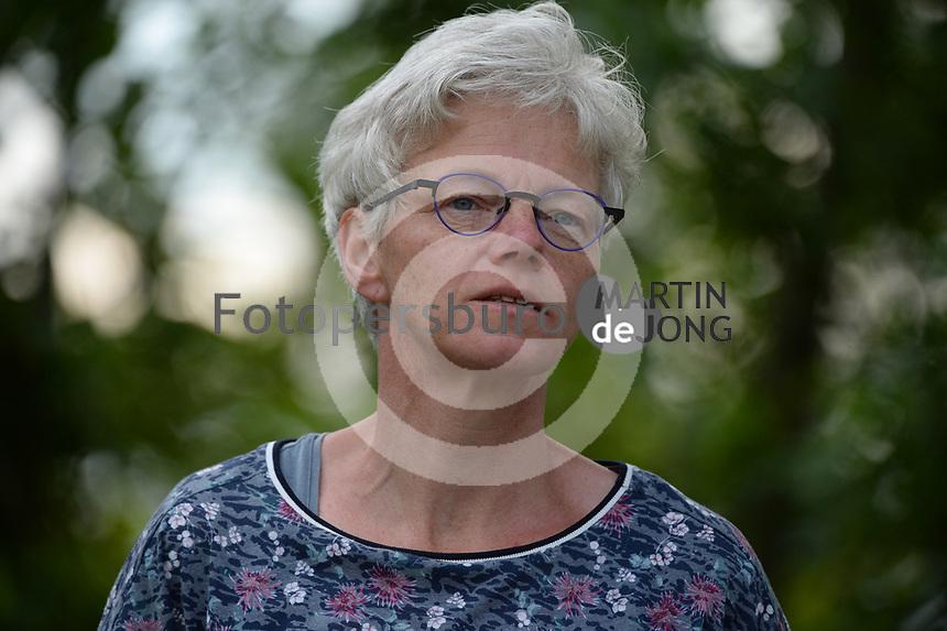 FIERLJEPPEN: BUITENPOST: 03-07-2021, 1e klasse fierljeppen, Etty Kramer-Spriensma,<br /> ©foto Martin de Jong