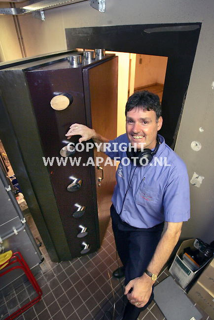 Arnhem, 020905<br />Meesterkraker Wim van en Hoogen heeft de kluis van de Nederlandse Bank open gekregen.<br />Foto: Sjef Prins- APA Foto