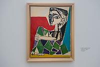 """Die Ausstellung """"Picasso. Das spaete Werk"""" wird vom 9. Maerz bis 16. Juni 2019 im Potsdamer Museum Barberini gezeigt.  Alle Leihgaben, Gemaelde, Keramiken, Skulpturen und Graphiken von Pablo Picasso (1881–1973), stammen aus der Sammlung Jacqueline Picasso (1927–1986).<br /> In der von Gastkurator Bernardo Laniado-Romero getroffenen Auswahl befinden sich zahlreiche Werke, die erstmalig in Deutschland gezeigt werden sowie einige, die zum ersten Mal in einem Museum praesentiert werden.<br /> Im Bild: """"Jacqueline mit angezogenen Beinen"""", Oel auf Leinwand, 14. Oktober 1954. Das Gemaelde wird zum ersten Mal in einem Museum gezeigt. <br /> 7.3.2019, Potsdam<br /> Copyright: Christian-Ditsch.de<br /> [Inhaltsveraendernde Manipulation des Fotos nur nach ausdruecklicher Genehmigung des Fotografen. Vereinbarungen ueber Abtretung von Persoenlichkeitsrechten/Model Release der abgebildeten Person/Personen liegen nicht vor. NO MODEL RELEASE! Nur fuer Redaktionelle Zwecke. Don't publish without copyright Christian-Ditsch.de, Veroeffentlichung nur mit Fotografennennung, sowie gegen Honorar, MwSt. und Beleg. Konto: I N G - D i B a, IBAN DE58500105175400192269, BIC INGDDEFFXXX, Kontakt: post@christian-ditsch.de<br /> Bei der Bearbeitung der Dateiinformationen darf die Urheberkennzeichnung in den EXIF- und  IPTC-Daten nicht entfernt werden, diese sind in digitalen Medien nach §95c UrhG rechtlich geschuetzt. Der Urhebervermerk wird gemaess §13 UrhG verlangt.]"""
