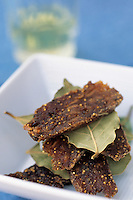 Europe/Croatie/Dalmatie/ Ile de Vis/ Vis: Dessert traditionnel aux figues  et feuilles de  laurier  - recette  de l'auberge rurale d' Oliver Roki  vigneron au Domaine  Roki's