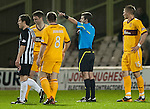 PICTURE BY - ROB CASEY .DESCRIPTION - MOTHERWELL v DUNFERMLINE.PIC SHOWS - STEPHEN CRAIGAN SENT OFF BY REF ALAN MUIR