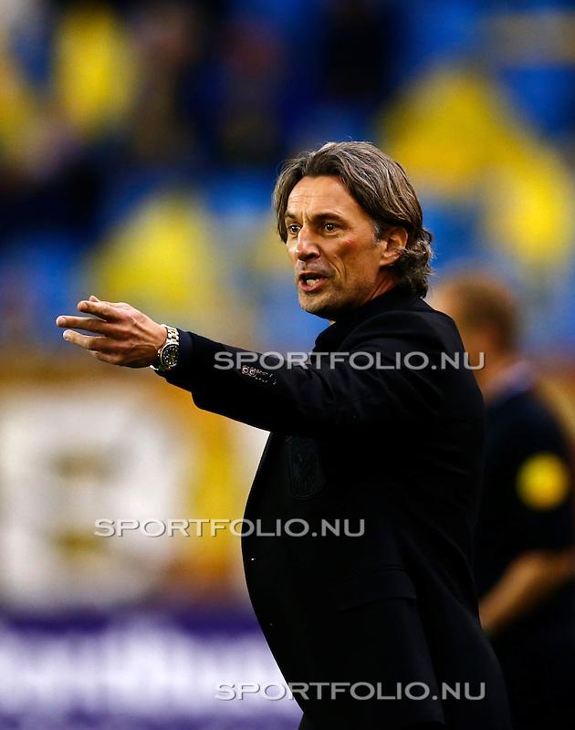 Nederland, Arnhem, 13 februari 2016<br /> Eredivisie<br /> Seizoen 2015-2016<br /> Vitesse-SC Heerenveen <br /> Rob Maas, trainer-coach van Vitesse geeft aanwijzingen.