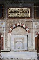 Europe/Turquie/Istanbul : Fontaine du Sulan Ahmet à l'entrée du Palais de Tokapi