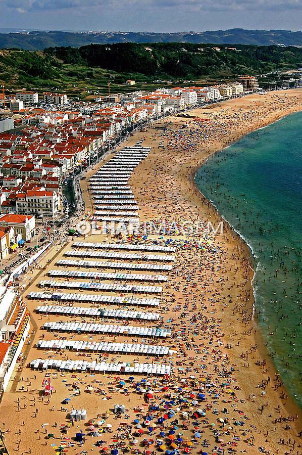 Praia e cidade de Nazaré. Portugal. 2005. Foto de Rogério Reis.