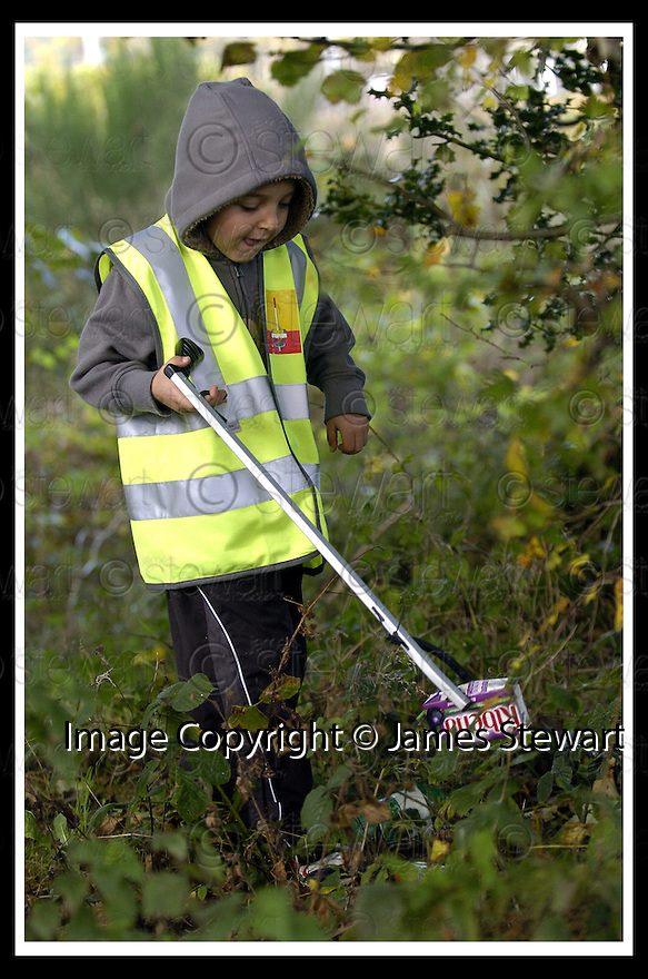 22/10/2007       Copyright Pic: James Stewart.File Name : 18_Larbert_Litter.MEMBERS OF THE PUBLIC GET TOGETHER ON THE STREETS AROUND LARBERT TO COLLECT LITTER.James Stewart Photo Agency 19 Carronlea Drive, Falkirk. FK2 8DN      Vat Reg No. 607 6932 25.Office     : +44 (0)1324 570906     .Mobile   : +44 (0)7721 416997.Fax         : +44 (0)1324 570906.E-mail  :  jim@jspa.co.uk.If you require further information then contact Jim Stewart on any of the numbers above........