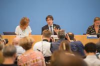 Der ehemalige Katalanische Ministerpraesident Carles Puigdemont kuendigte am Mittwoch den 25. Juli 2018 in Berlin an, dass er am 28. Juli Deutschland verlassen und nach Belgien reisen werde. Nachdem Spanien auf seine Auslieferung aus Deutschland verzichtet und einen internationalen Haftbefehl zurueckgenommen hat, kann er sich in Europa frei bewegen.<br /> Zum Termin der Ankuendigung seiner Ruckreise nach Belgien hatte Puigdemont vier Anwaelte mitgebracht, die ihn juristisch beraten.<br /> 25.7.2018, Berlin<br /> Copyright: Christian-Ditsch.de<br /> [Inhaltsveraendernde Manipulation des Fotos nur nach ausdruecklicher Genehmigung des Fotografen. Vereinbarungen ueber Abtretung von Persoenlichkeitsrechten/Model Release der abgebildeten Person/Personen liegen nicht vor. NO MODEL RELEASE! Nur fuer Redaktionelle Zwecke. Don't publish without copyright Christian-Ditsch.de, Veroeffentlichung nur mit Fotografennennung, sowie gegen Honorar, MwSt. und Beleg. Konto: I N G - D i B a, IBAN DE58500105175400192269, BIC INGDDEFFXXX, Kontakt: post@christian-ditsch.de<br /> Bei der Bearbeitung der Dateiinformationen darf die Urheberkennzeichnung in den EXIF- und  IPTC-Daten nicht entfernt werden, diese sind in digitalen Medien nach §95c UrhG rechtlich geschuetzt. Der Urhebervermerk wird gemaess §13 UrhG verlangt.]