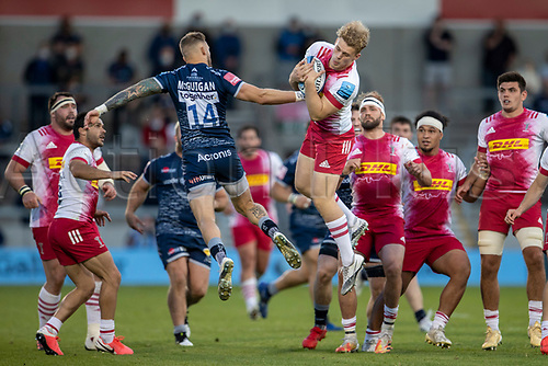 4th June 2021; AJ Bell Stadium, Salford, Lancashire, England; English Premiership Rugby, Sale Sharks versus Harlequins; Louis Lynagh of Harlequins catches the ball