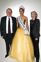 LIVIA HOARAU (MISS ELEGANCE AUVERGNE 2016) ELUE MISS ELEGANCE FRANCE 2017 AVEC MICHEL LEJEUNE, MAIRE DE FORGES LES EAUX, ET MARTINE BONINO, ADJOINTE AU MAIRE - ROBE : POLARIS CREATION