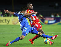 BOGOTA -COLOMBIA, 16 -AGOSTO-2014. Jhonatan Agudelo ( Izq) de  Millonarios disputa el balón con William Zapata ( Der ) del Deportivo Pasto durante partido de la  quinta  fecha  de La Liga Postobón 2014-2. Estadio Nemesio Camacho El Campin  . / Jhonatan Agudelo (L ) of Millonarios   fights for the ball with William Zapata of Deportivo Pasto during match of the 5th date of Postobon  League 2014-2. Nemesio Camacho El Campin  Stadium. Photo: VizzorImage / Felipe Caicedo / Staff